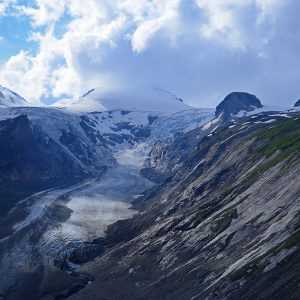 The glacier has become smaller and smaller in Austrian alps