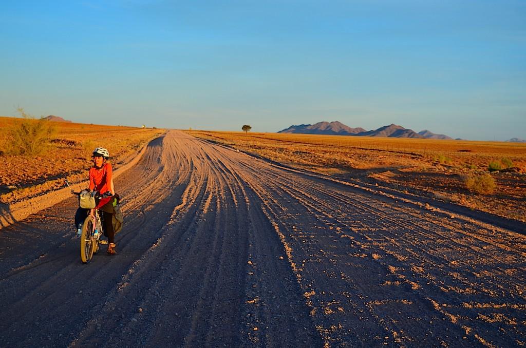8時間の砂漠苦闘サイクル。はい、顔疲れすぎね
