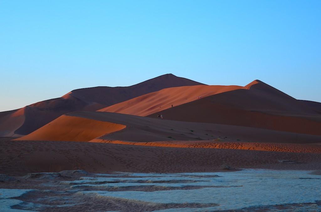 こちらナミビア、世界最古の砂漠です。