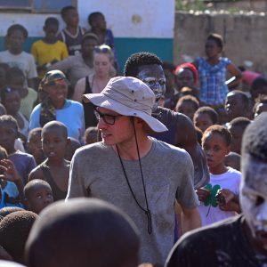 Elliot slcaklined  to entertain the children.